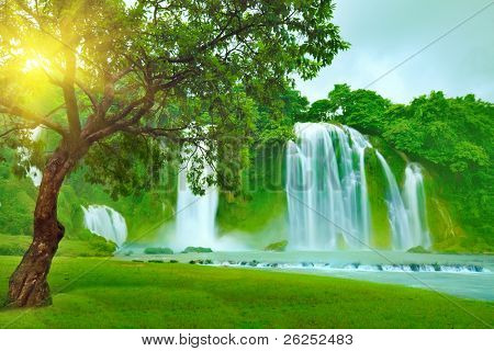 Banyue or Ban Gioc waterfall along Vietnamese and Chinese board.