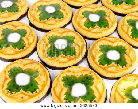 St. Patcrick Cookies With Clover Symbols