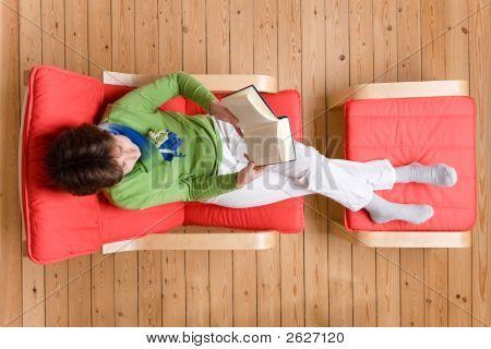 Ein Buch zu lesen