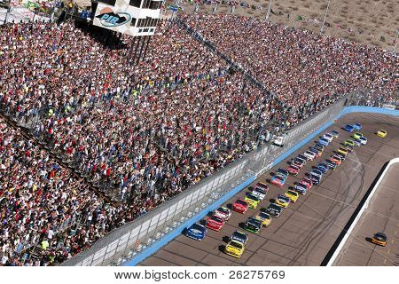 AVONDALE, AZ - NOV 15: The NASCAR Cup Series teams take to the track for the Checker O'Reilly Auto Parts 500 race at the Phoenix International Raceway on November 15, 2009 in Avondale, AZ.