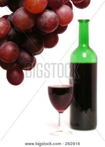 Uvas y vino tinto