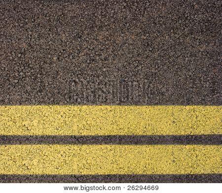 Asfalto con doble línea amarilla