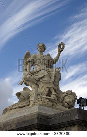 Statue Palace Chaillot
