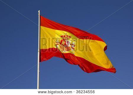 spanische Flagge auf einer Stange
