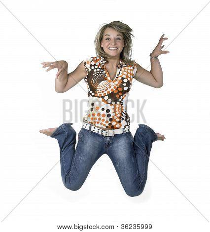 Verrückte blonde Mädchen springen