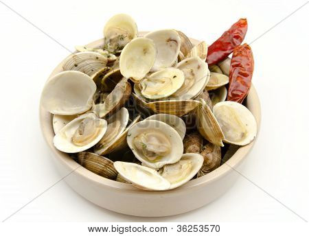Stew steamed clams with garlic