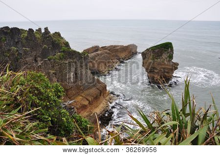 pancake rock and sea
