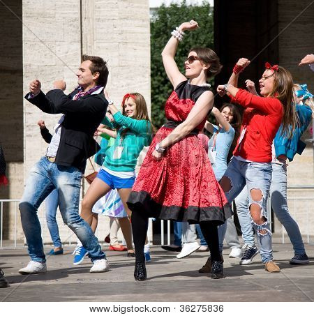 Moscow - September 1, 2012:people In Retro Dress Dance On Street During A 865 Town Day On September