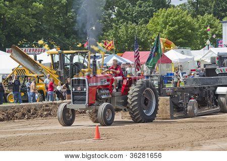 Massey Ferguson 1155 Pulling