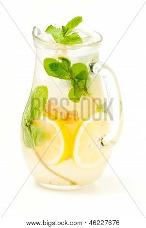 fresh lemonade from lemon ginger and mint