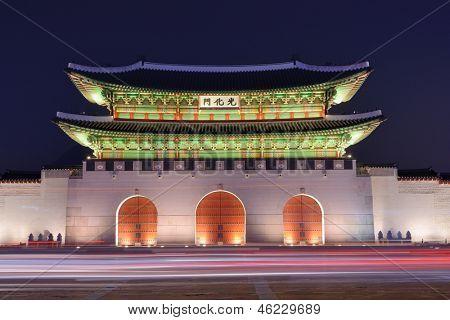 Gwanghwamun portão no Palácio de Geyongbokgung, em Seul, Coreia do Sul.