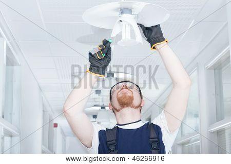 Homem de fixação da lâmpada