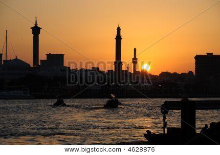Pôr do sol no Dubai Creek