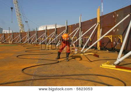 Oil tank erection