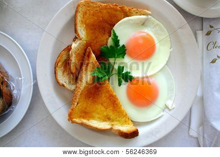 Eggs with toasted bread