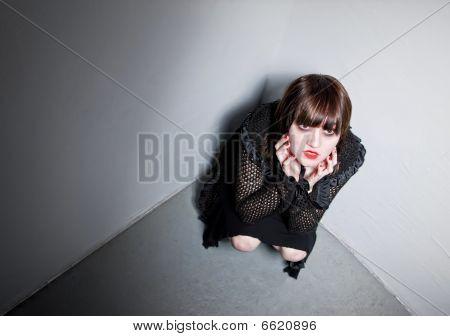 Goth Girl em um canto