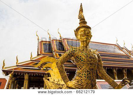 Golden Statue In Wat Phra Keaw