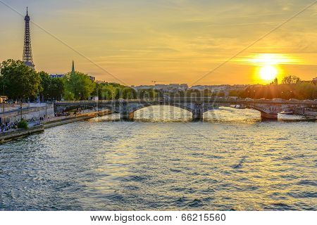 Pont Des Invalides And Eiffel Tower At Sunset