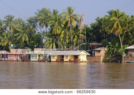 Cottage On The River Mekong In Don Khon