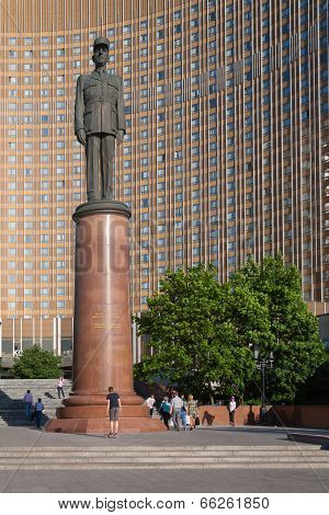 General De Gaulle Monument Against Cosmos Hotel Facadet In Moscow