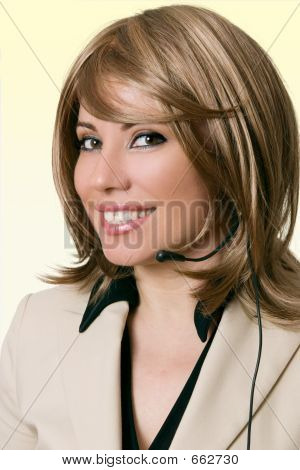 Sonriente personal de mesa de ayuda