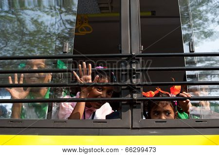 Indian school children at bus