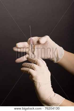 Flicking syringe