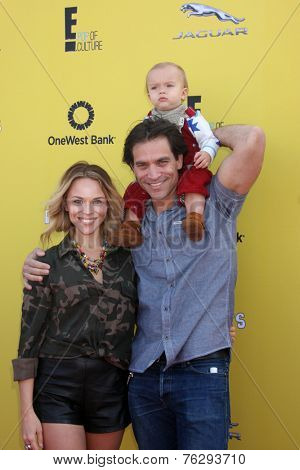 LOS ANGELES - NOV 16:  Julie Solomon, Johnathon Schaech, Camden Quinn Schaech at the PS Arts Express Yourself Benefit at the Barker Hanger on November 16, 2014 in Santa Monica, CA