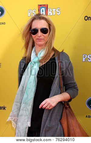LOS ANGELES - NOV 16:  Lisa Kudrow at the PS Arts Express Yourself Benefit at the Barker Hanger on November 16, 2014 in Santa Monica, CA