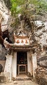 pic of dong  - Ancient buddhist pagoda cave complex Bich Dong - JPG