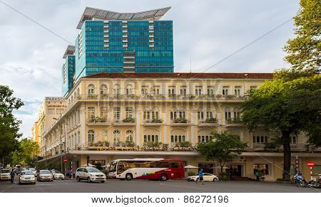 Hotel Continental And Vincom Center - Modern And Classic B