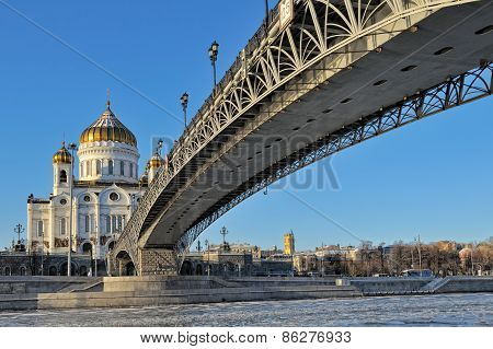 Patriarchal bridge and Cathedral of Christ the Savior in Moscow