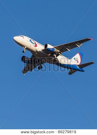 Passenger Aircraft Airbus A319