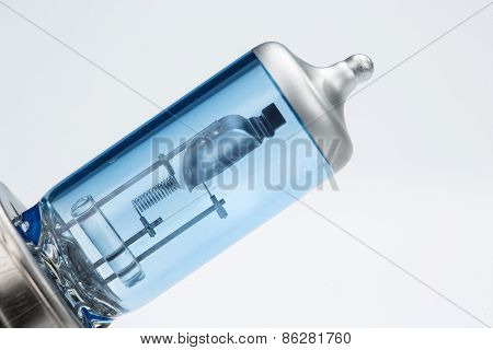 Halogen car bulb