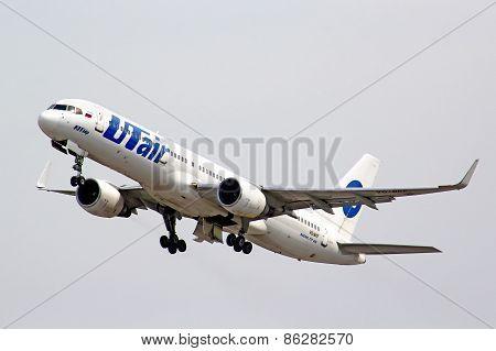 Utair Boeing 757-200