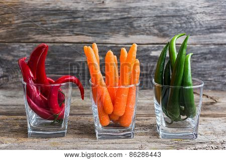 ?hili Pepper And Carrots In Glass