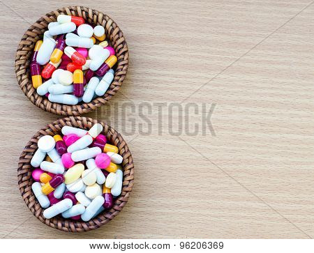 Diferent Tablets Pills Capsule Heap Mix Therapy Drugs Doctor Flu Antibiotic Pharmacy Medicine Medica