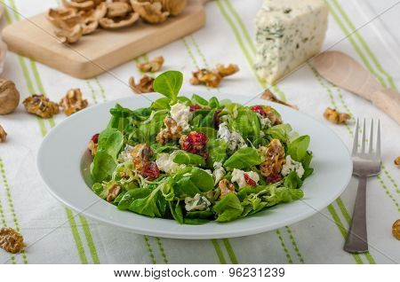 Salad With Blue Cheese And Balsamic Dressing