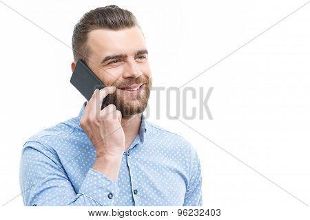 Handsome man talking per mobile phone