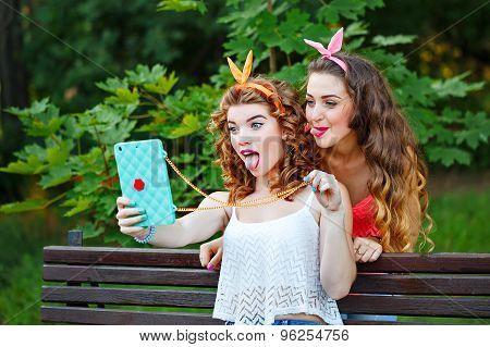 Best Friends. Photos In Park. Group Selfies.