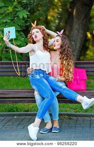 Best Girlfriends. Group Selfies.