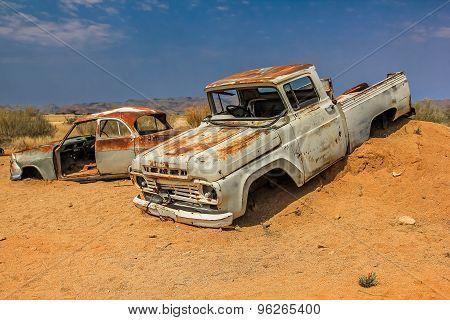 Desert Cars wreck