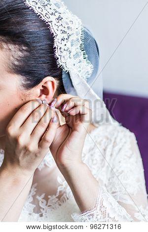 bride's earrings