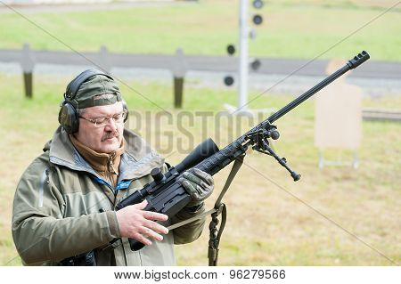 Representative of firm shows rifle ORSIS T-5000
