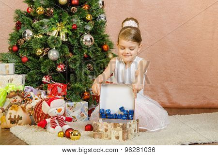 Five-year Girl Pours A Little New Years Gifts In Large