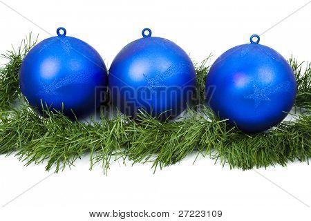 Blaue Weihnachten Lampen auf weißem Hintergrund