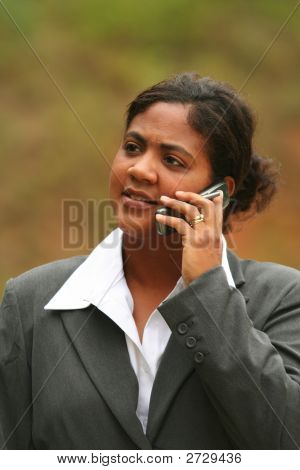 Empresaria en teléfono