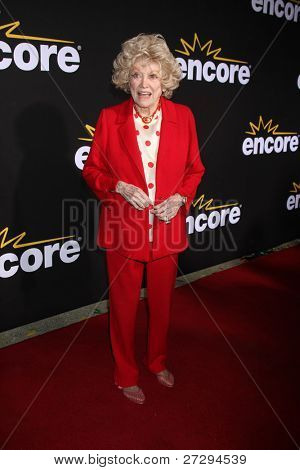 LOS ANGELES - DEC 7:  Phyllis Diller arrives at the Premiere Of Encore's