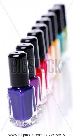 bunte Nagellack over white background