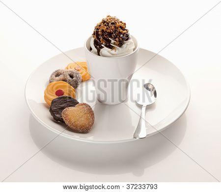 Sundae de sorvete de creme com cookies